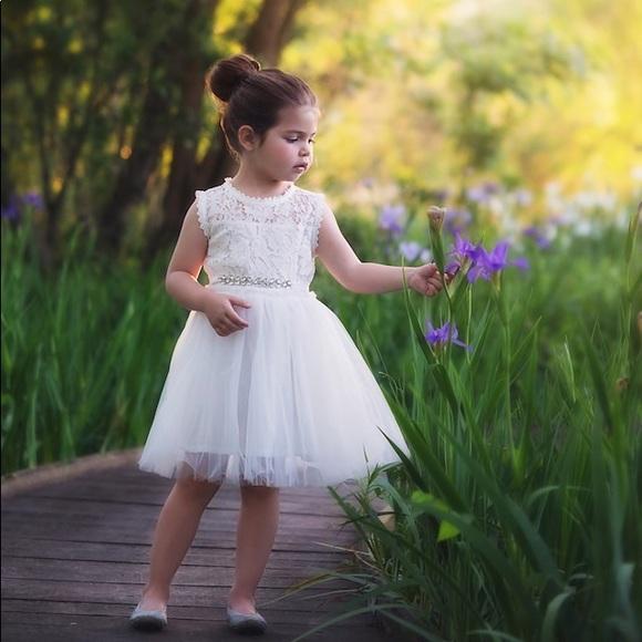 511c670235 Trish Scully Flower Girl Dress. M 5ab428685512fd284b9fac29